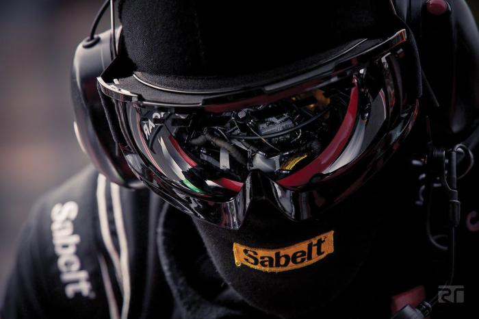 sabelt-pit-crew